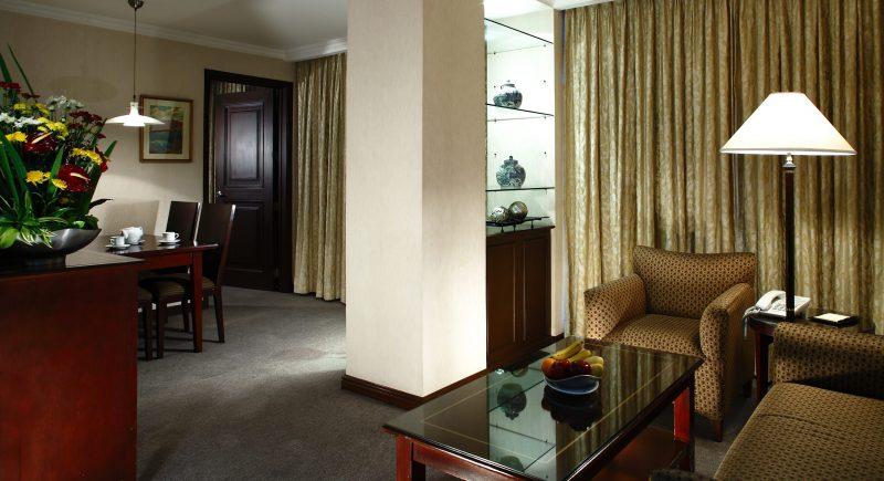 junior suite-living area